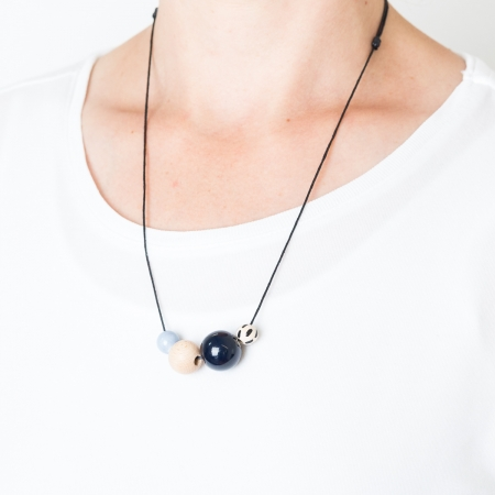 Handgefertigte Kette Perlenmix dunkelblau